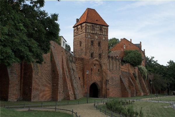 Tangermünder Stadtmauer mit der sogenannten Roßfurt mit Elbtor. Hier wurden die Pferde zum Tränken herausgeführt.