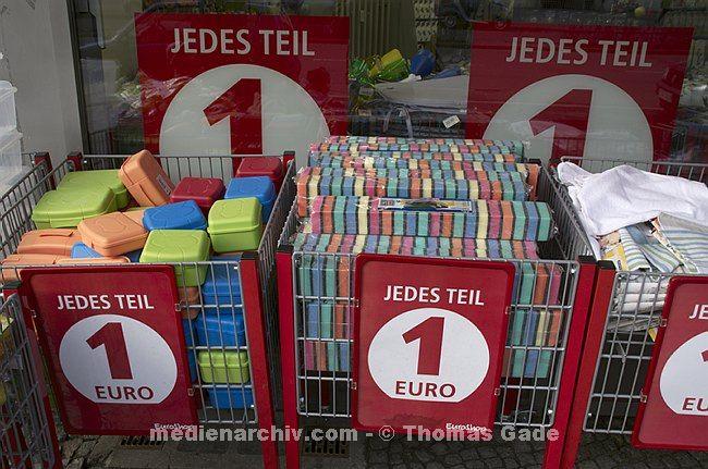 Jedes Teil 1 Euro - Ramschladen