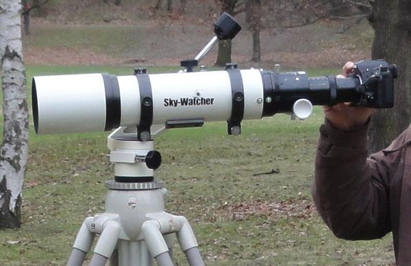 Pentax k-5 mit Flattener an einem Sky-Watcher Pro 80ED Teleskop