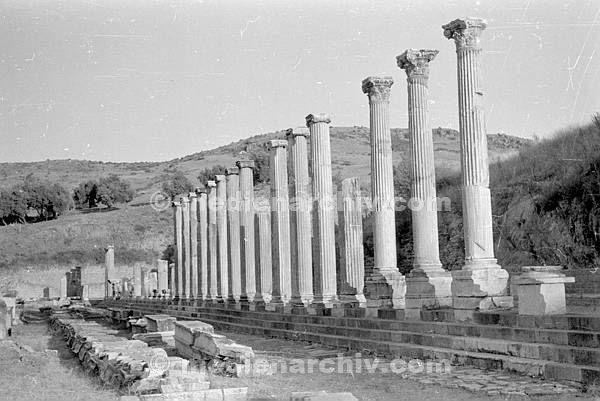 1954. Türkei. Säulen bei Izmir